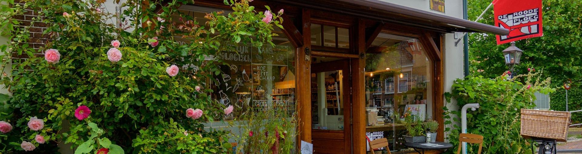De winkel van De Roode Ploeg in Harlingen